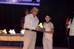 خلال تقديمي جائزة لاحد الاطفال بمحافظة المثنى فرقة ثقافن
